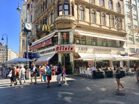 Popular coffee and cake house near cathedral
