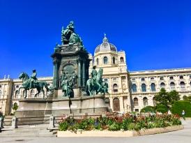 Statue in front of Kunsthistorisches Museum